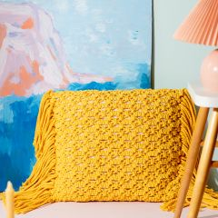 Free pattern: Leinikki macramé cushion