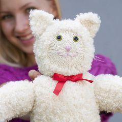 Neuleohje neulottu pehmolelu Pörrö-kissa