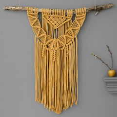 Free pattern macrame wall hanger