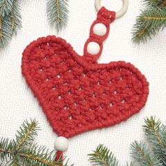 Ilmainen ohje: Sydän-makrameekoriste