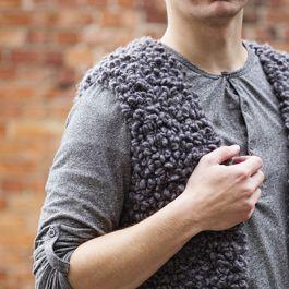 Neulo liivi asusteeksi – miehen alpakkaslipoveri lämmittää mukavasti