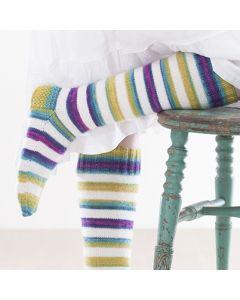 Gratis mönster: Stickade knäsockor med brokiga ränder